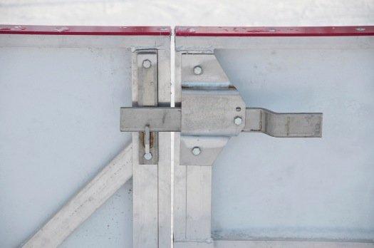 bandes de hockey -  Porte d'accès à la patinoire pour joueurs